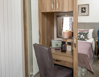 dresser bedroom 2.jpg