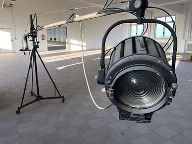 Filmproduktionstechnik Schwenklampe.jpg