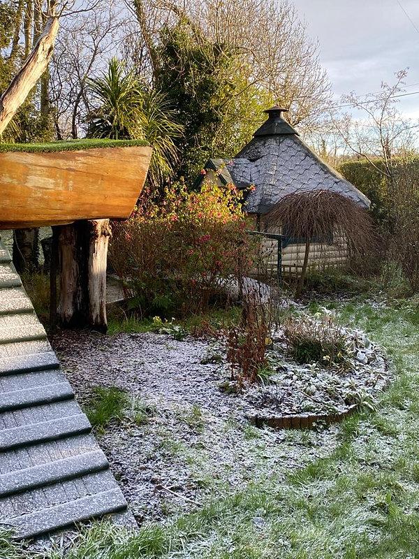 cottage snow.jpeg