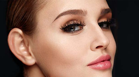 Loreal-Paris-BMAG-Article-How-to-Put-on-Magnetic-Lashes-M.jpg