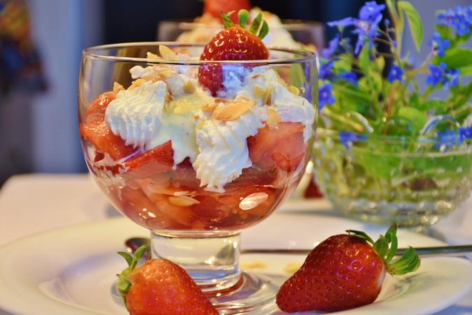 Coupe de fraises à la chantilly