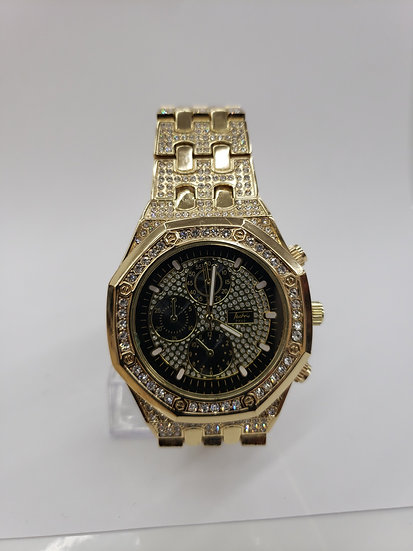 Gold watch  A9