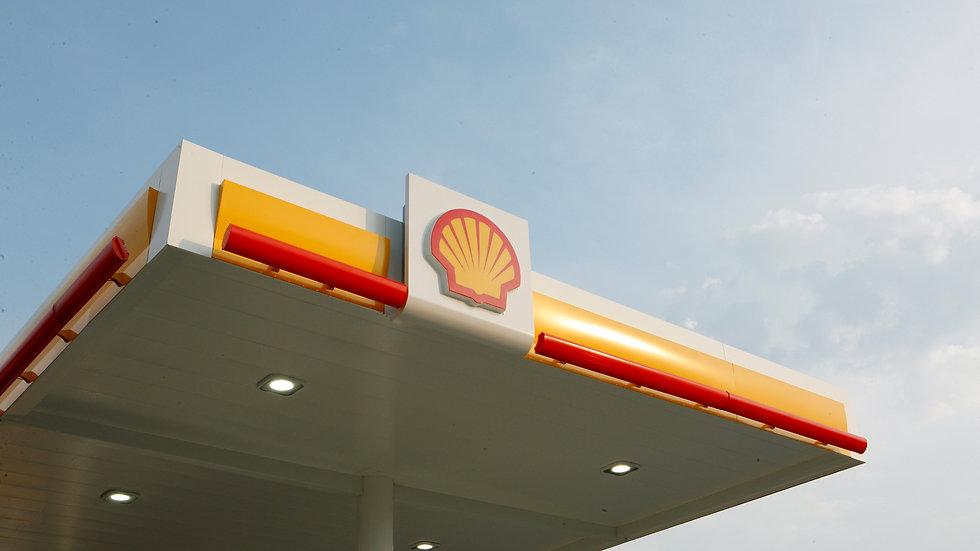 Shell%20pecten%20logo%20on%20refueling%2