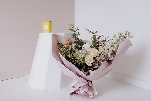 THE GIFT PACK - PASTEL BOUQUET + SMALL CANDLE