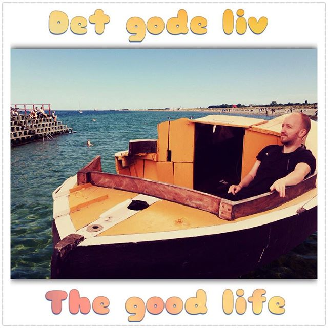 Living! #dansk #thegoodlife #detgodeliv #danish #danishlanguage #superimpose #art #artgram #artistic