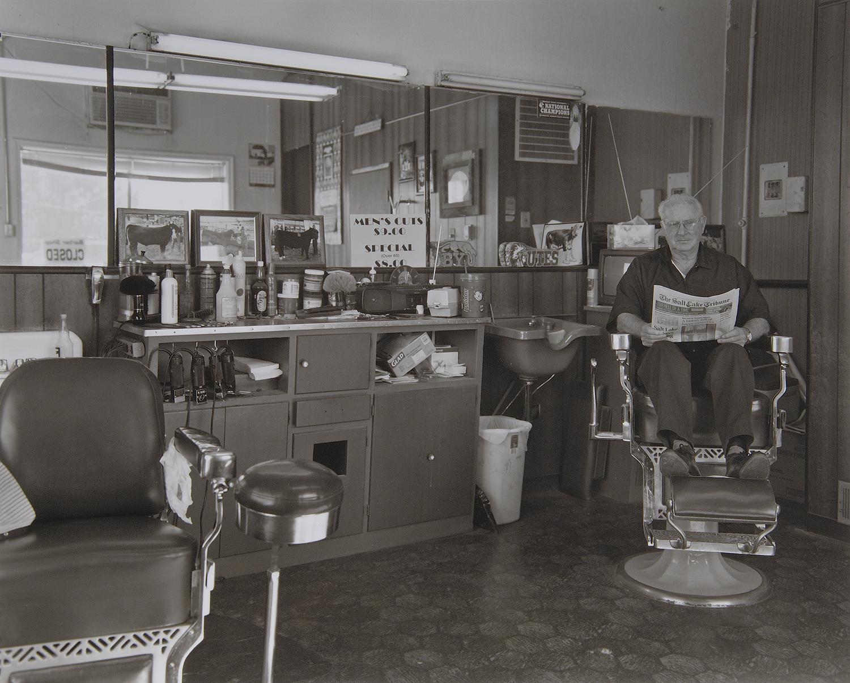 バーバーの主人は最後まで椅子に座ったままだった。
