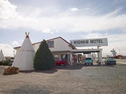 ここは有名なモーテル。円錐の中に泊まる。