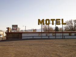 モーテルの最後は安アパートだ。ここはそれも過ぎているよう。