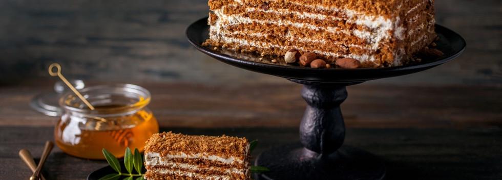 Медовый торт с грецким орехом
