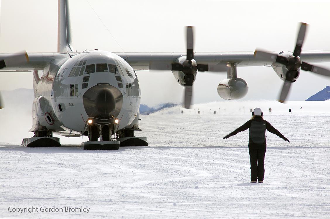 Skier 491 arriving at Shackleton Camp