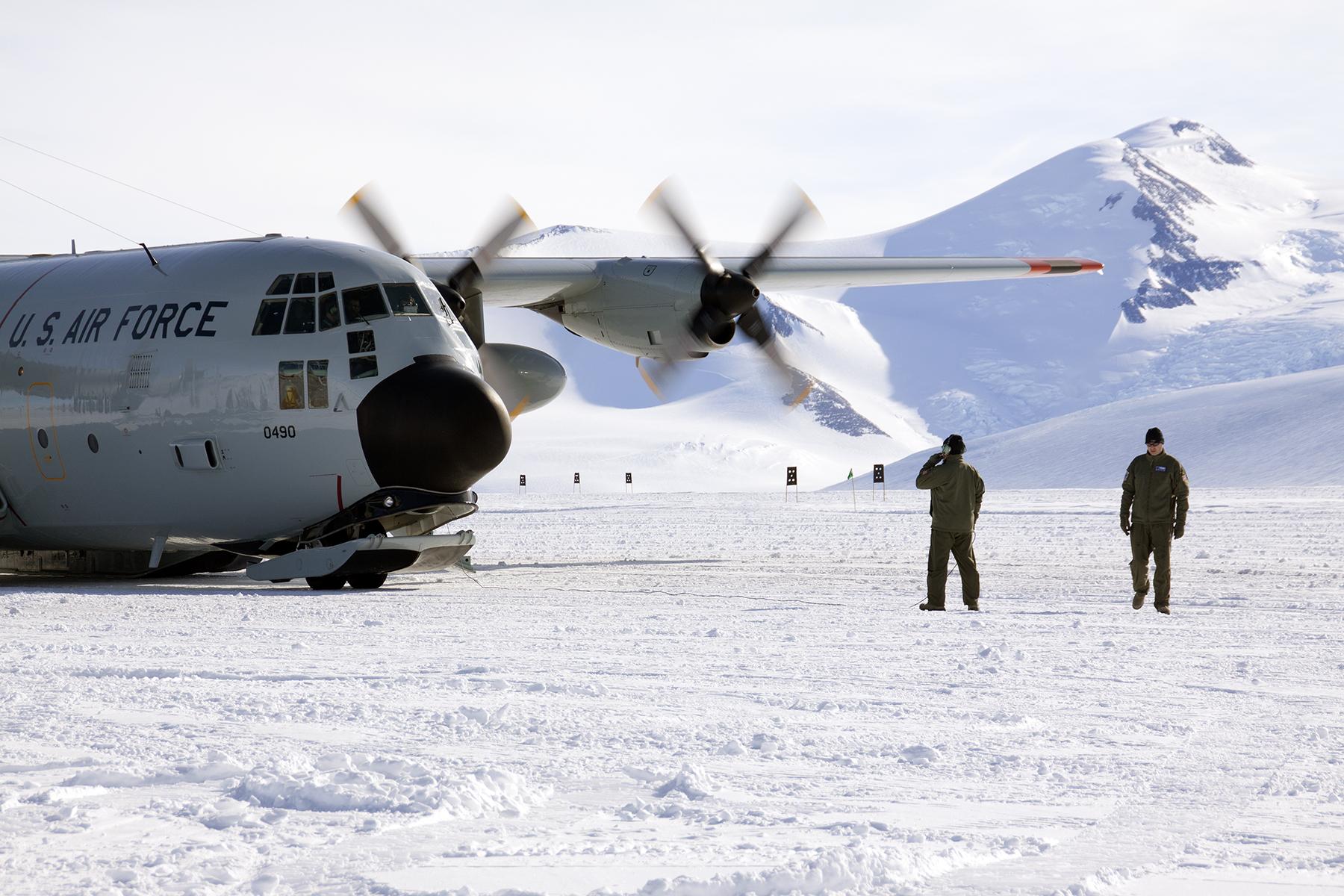LC-130 at Shackleton
