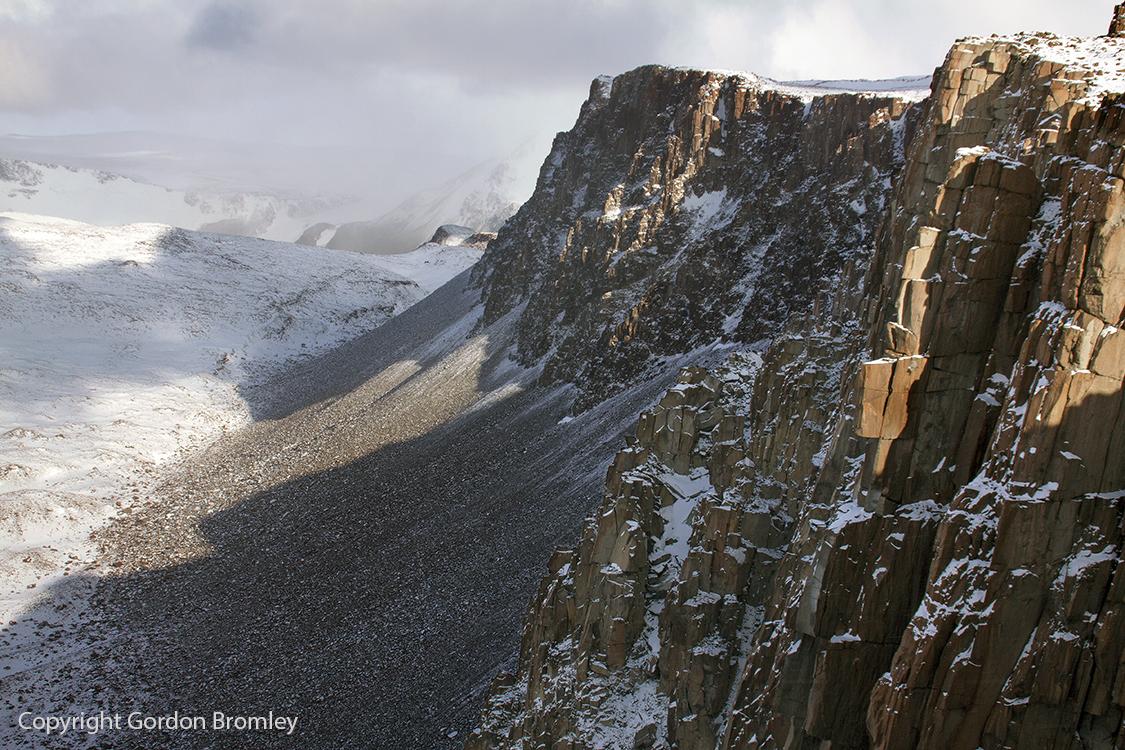 Misery escarpment, Roberts Massif