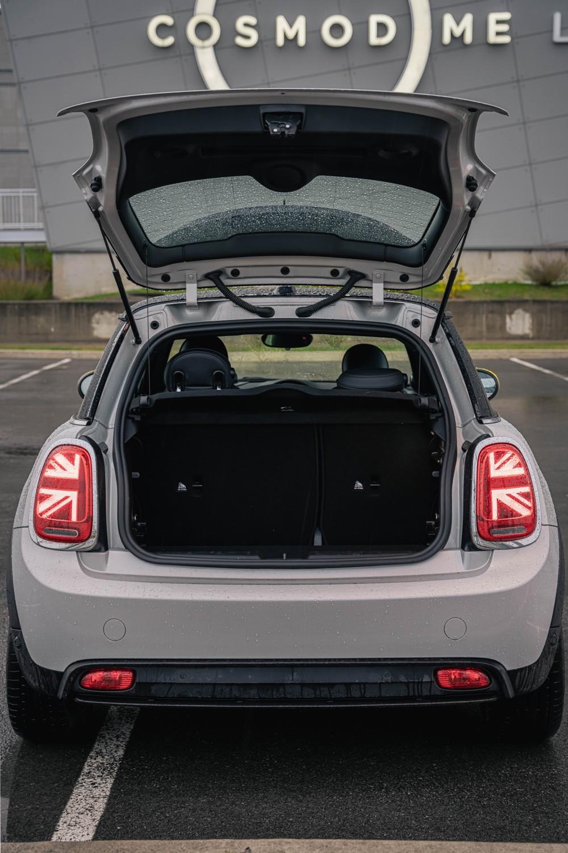 MINI Cooper S E trunk