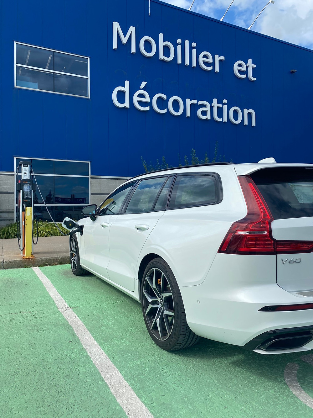 Volvo V60 at IKEA