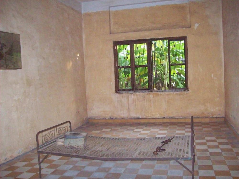 Bilik-Penjara-Toul-Sleng