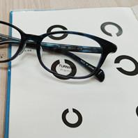 【視力検査にはお時間をいただいております】
