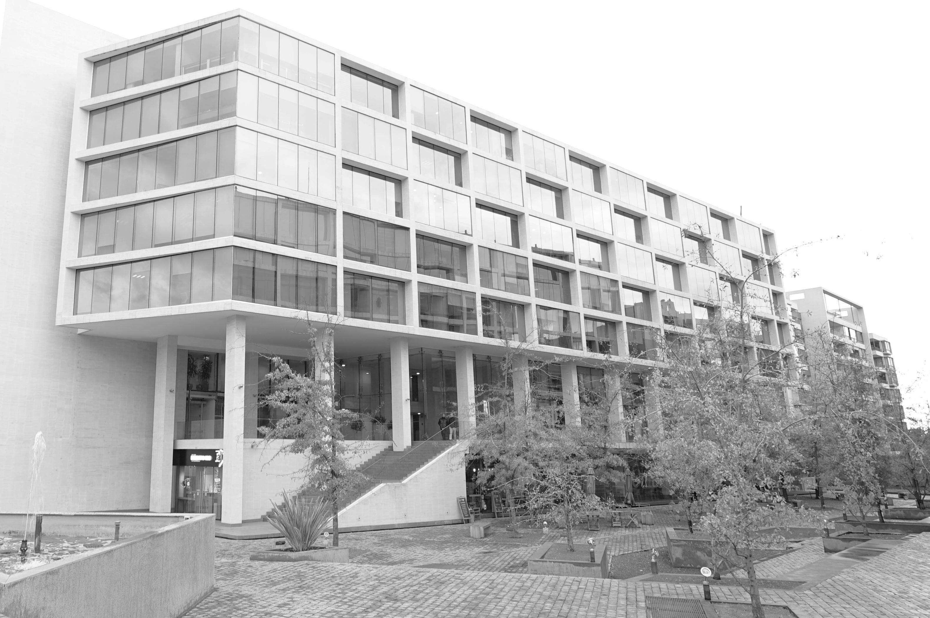 Edificio 2 b&n