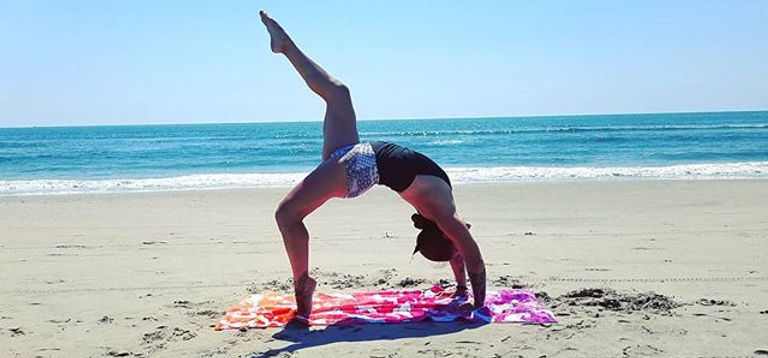 The oceans roar is music to the soul #InternationalYogaDay 😎🐪🐫