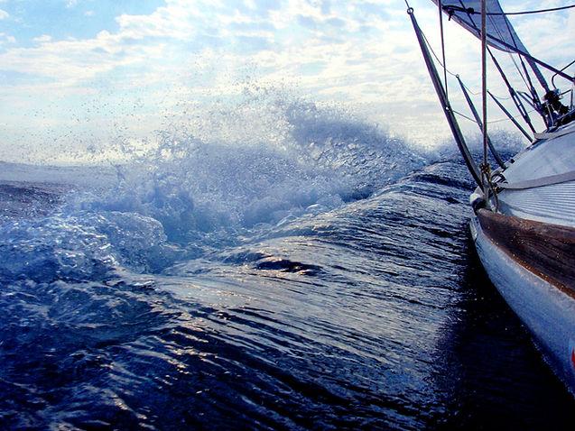 sailing-3388184.jpg