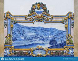 painel-azulejo-tradicional-nas-ruas-do-p