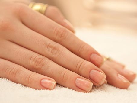 Unhas fracas e quebradiças? Confira os cuidados que você deve ter diariamente com suas unhas