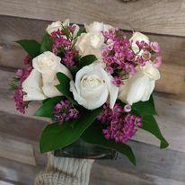 Vase carré et roses