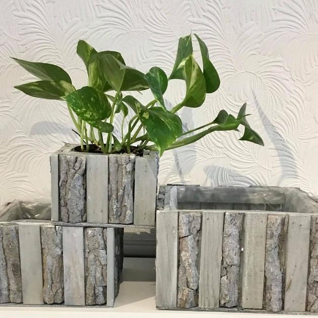 Cache-pot en bois gris