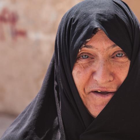 Vieille femme à Ispahan