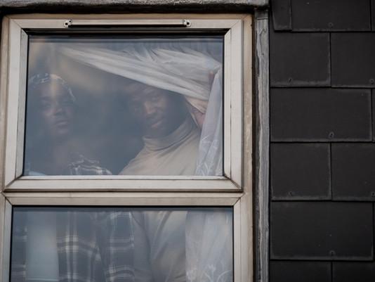 [그 남자의 집] 난민 공포 영화, 세 번 끊어서 봤습니다.