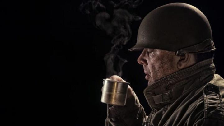 quân đội uống cafe
