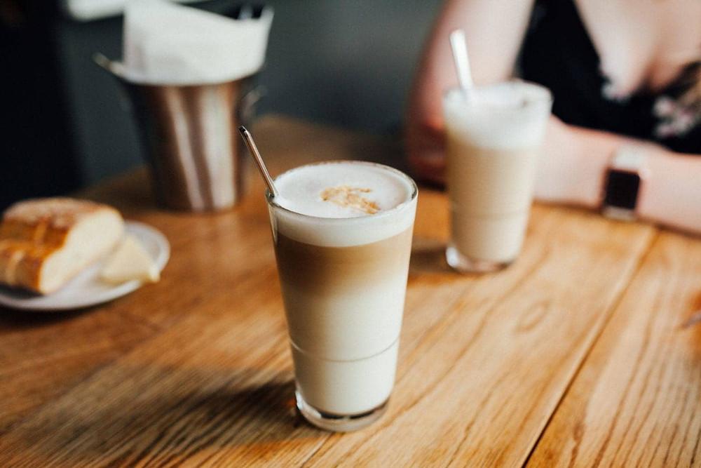 bọt sữa trên cafe macchiato