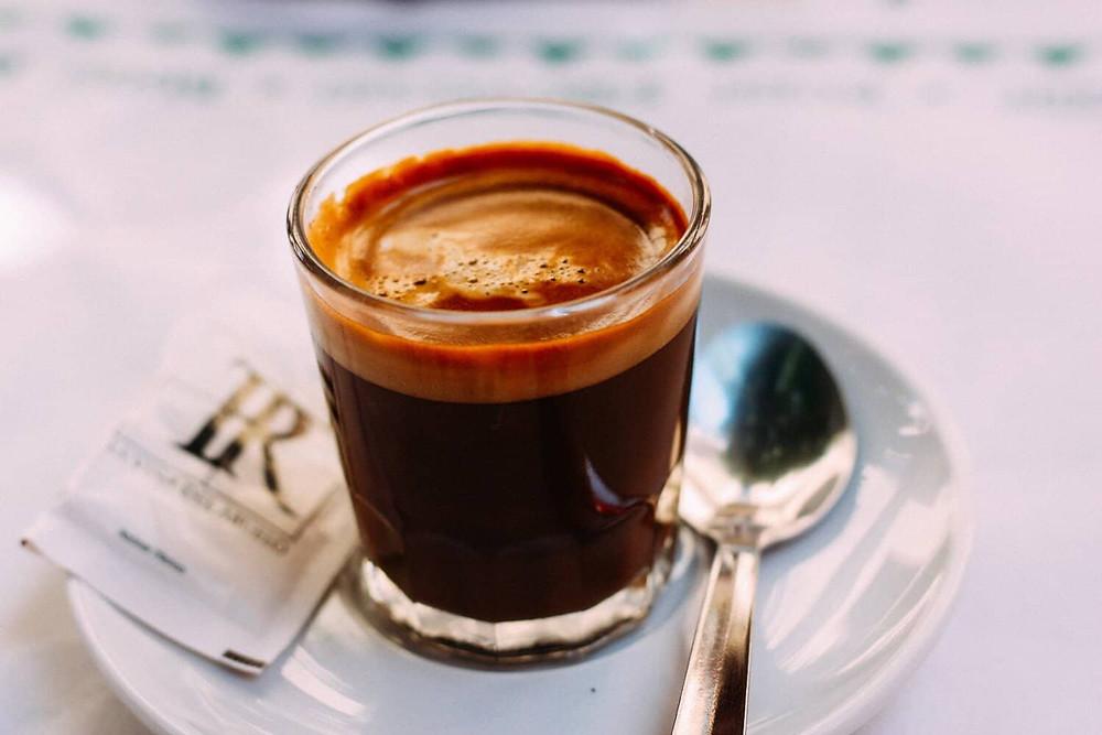 cafe espresso và bọt kem