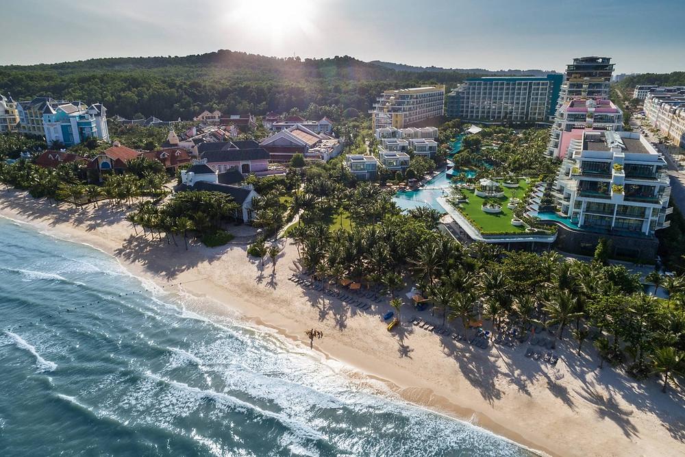 bờ biển dày đặc khách sạn nghỉ dưỡng