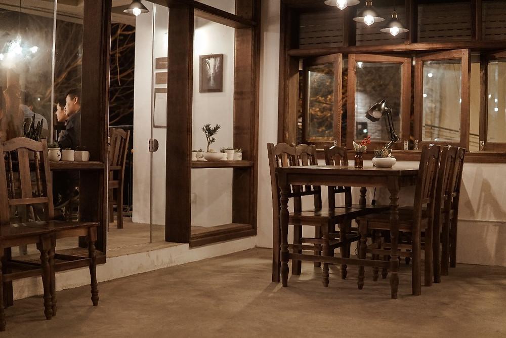 tầng 2 cafe Nhà Trong Ngõ
