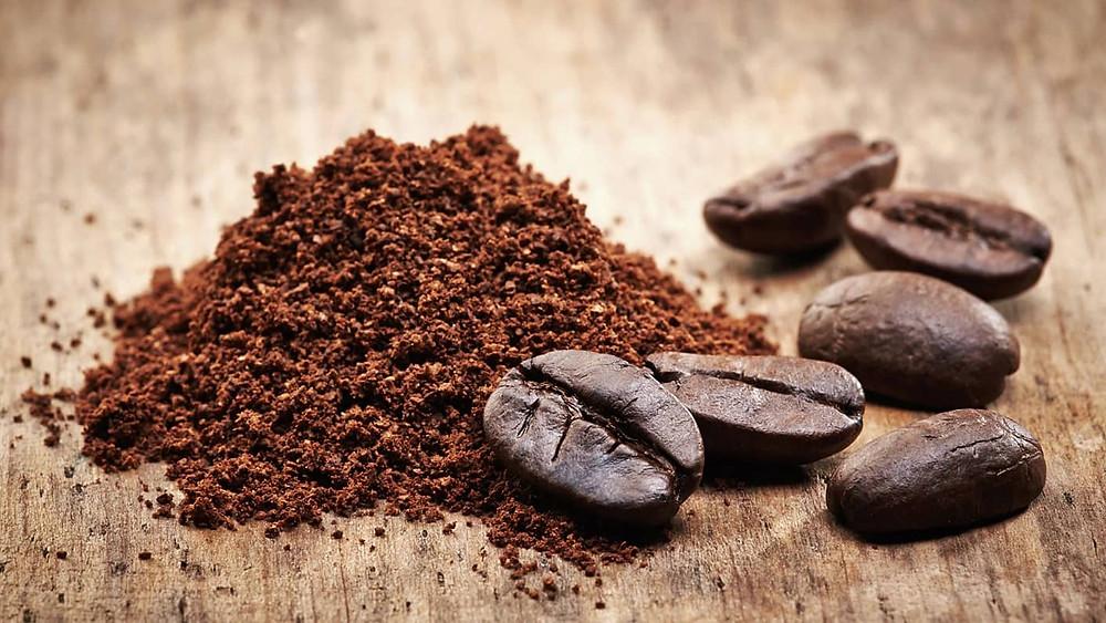 hạt cafe và bột cafe xay