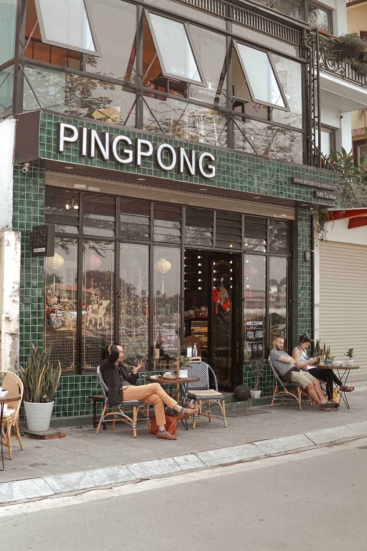 mặt tiền bên ngoài PingPong Cafe