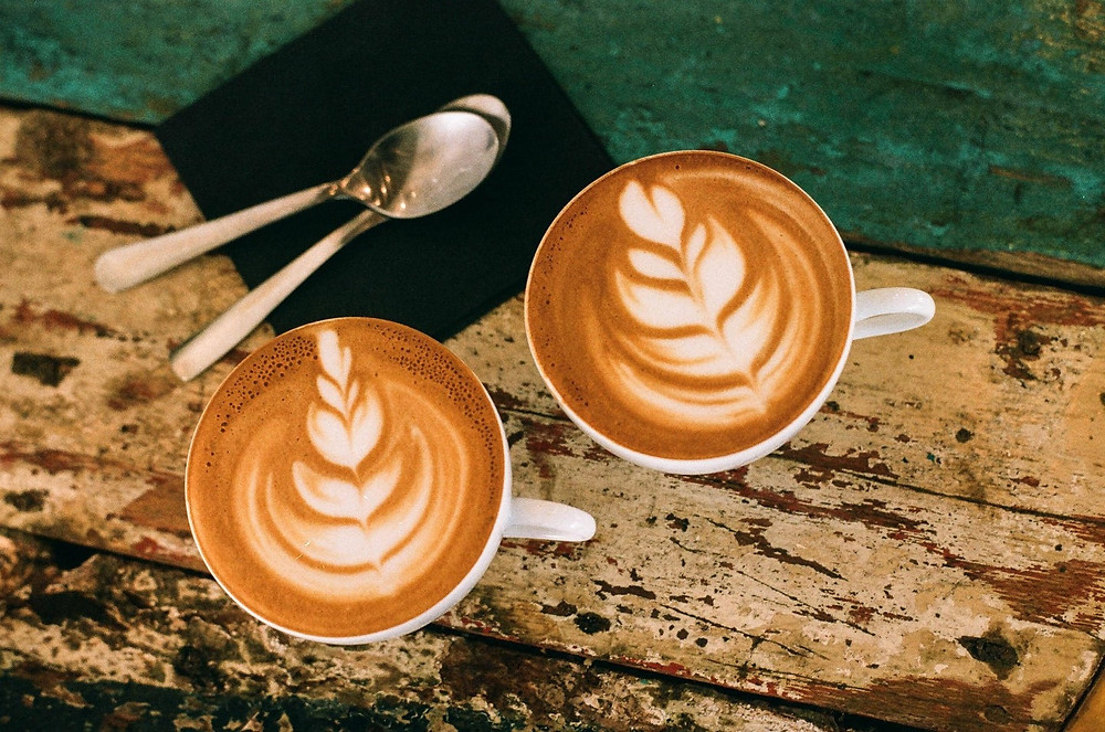cafe Mocha với hình vẽ lá dương xỉ