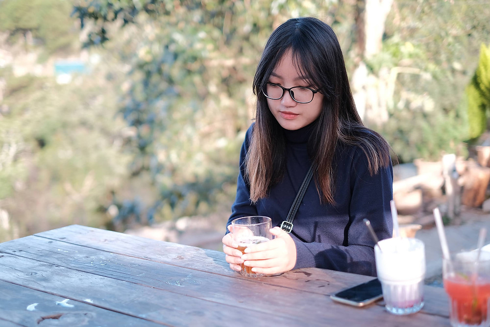 mẫu chụp ảnh tại quán cafe