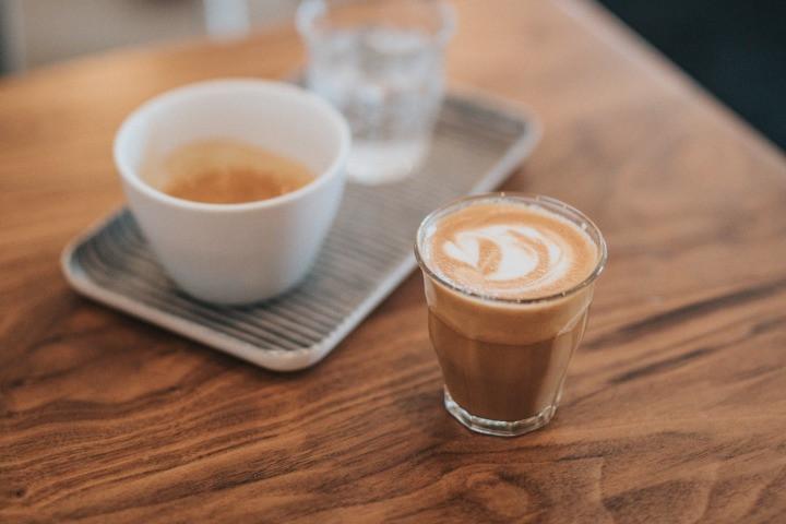 cốc cafe Mocha trên bàn