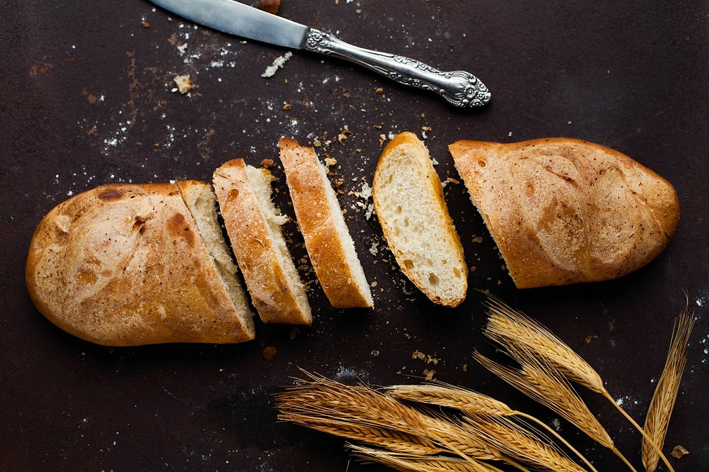 bánh mỳ được cắt thành nhiều mảnh