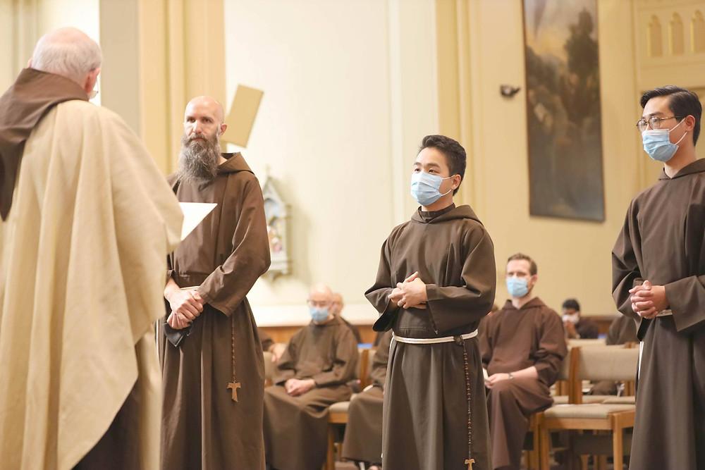 thầy dòng Capuchin làm lễ