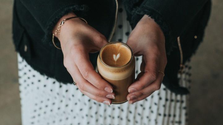 cafe macchiato trang trí hình trái tim