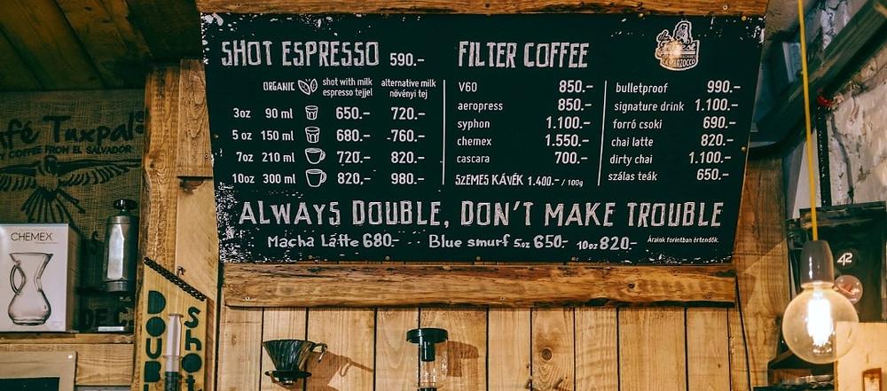 menu trong một quán cafe espresso