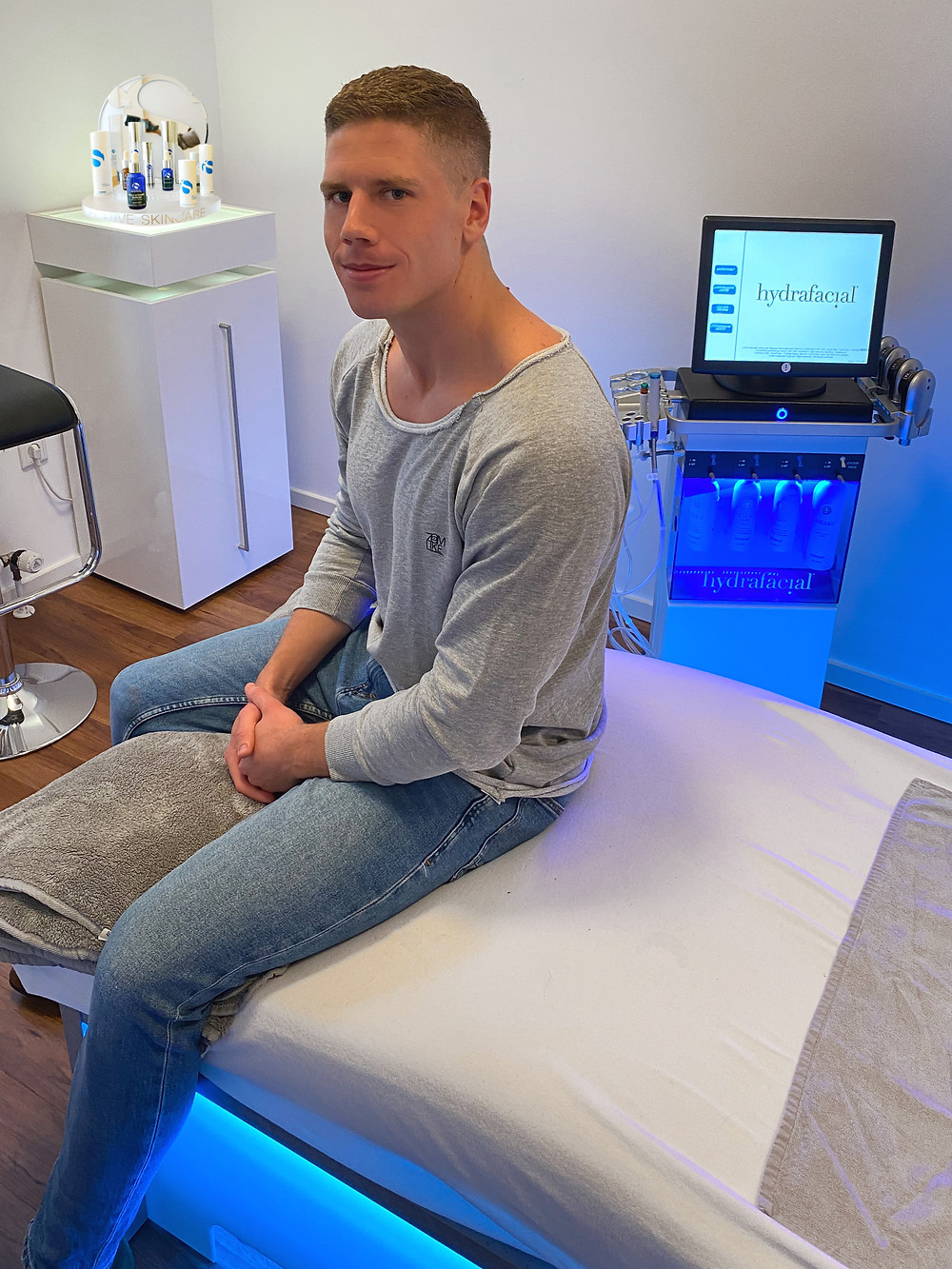 DJ Zoom.Like ist begeistert: Hydrafacial Behandlung bei Ewa Medical Beauty in München. Medical Cosmetic, Hydrafacial München, iS Clinical, Reviderm München.