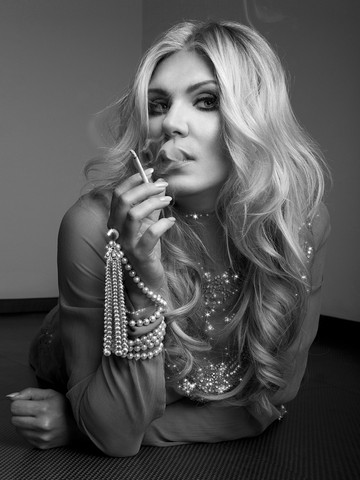 Magdalena Brzeska Cigarette.jpg