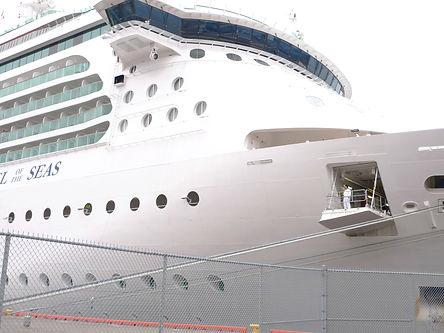 Cruise%20ship%20closeup.jpg