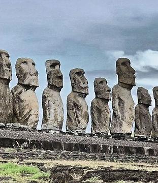 Moai in eerie light.jpg