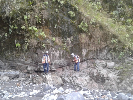 Equipo técnico de CELEC EP tomó muestras de roca de la antigua cascada San Rafael