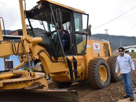 ECSA apoya al mantenimiento vial en el cantón El Pangui