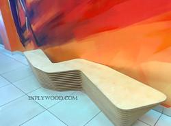 скамейка из фанеры в ТЦ